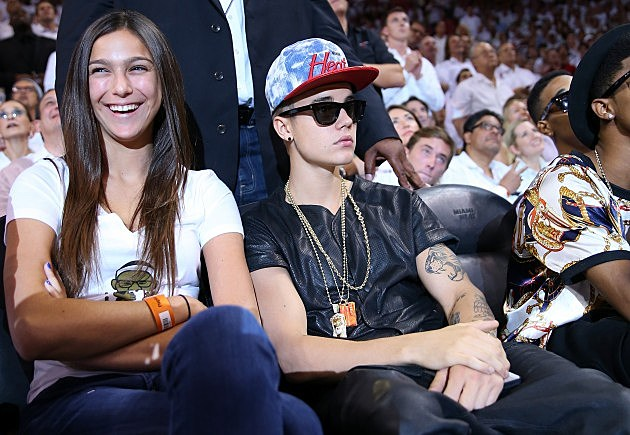 justin bieber sunglasses at basketball game