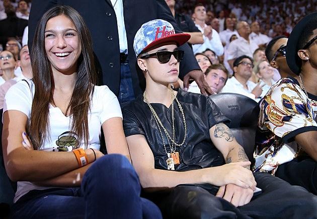 justin bieber sunglasses at basketball game
